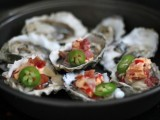 raw garnished oysters 160x120